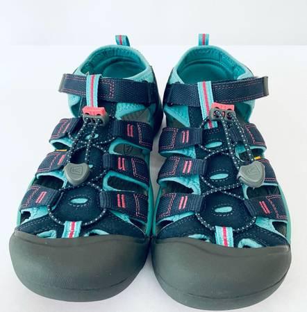 Photo KEEN Newport H2 Sports sandals womens size 6 - $55