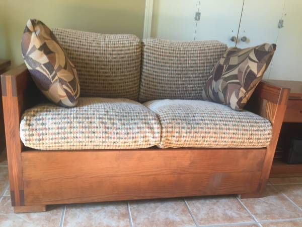 Photo Love seat-Two end tablesChair (Southaven)
