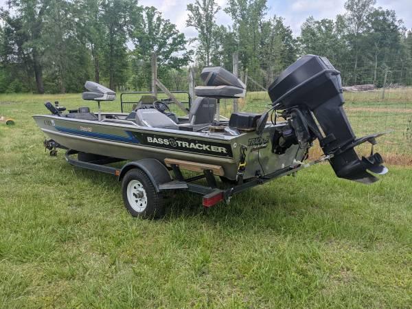 Photo Pro 17 Bass Tracker boat - $4,950 (Tuscaloosa)