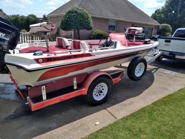 Photo Ranger Bass boat - $9,250 (Lexington)