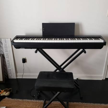 Photo Roland Electronic Piano - $200 (Oxford)