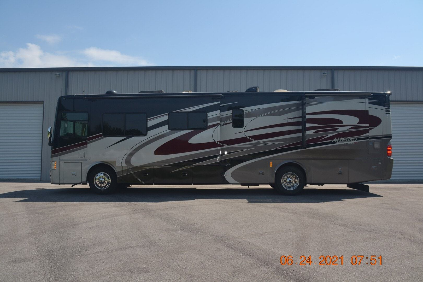 Photo Used 2016 Tiffin Motorhomes Class A RV  $189900