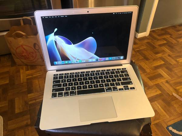 Photo 13.3quot 2014 MacBook Air Laptop (A1466 - ALL DAY BATTERY) - $225 (Longmont)