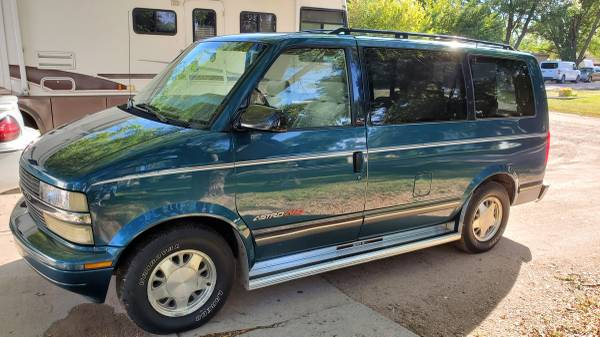 Photo 1995 Chevy Astro AWD LT - $2,650 (Big Springs)