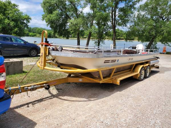 Photo 25 ft OPEN MINI BARGE DECK BOAT WITH FLOATING TRAILER - $3,800 (Fairmont)