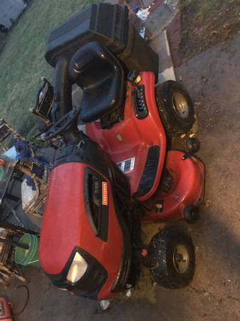 Photo Craftsman V-twin riding lawn mower with Bagger - $500 (NORTH PLATTE)