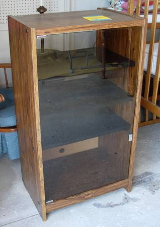 Photo ENTERTAINMENT CENTER WITH GLASS FRONT AND FOUR SHELVES - $25 (McCook)