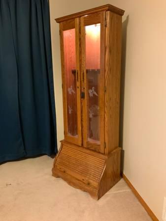 Photo Gun cabinet, oak, locking, wkey, glass doors, lighted - $140 (Fort Collins)