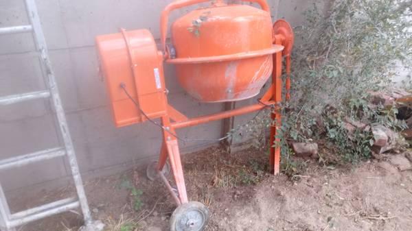 Photo Harbor Freight Concrete mixer 3 12 cubic foot mixer. - $150 (Johnstown)