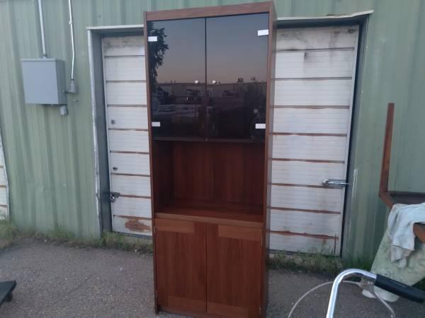 Photo Nice mid century lighted cabinet shelf curio display glass doors - $100 (Fort collins)