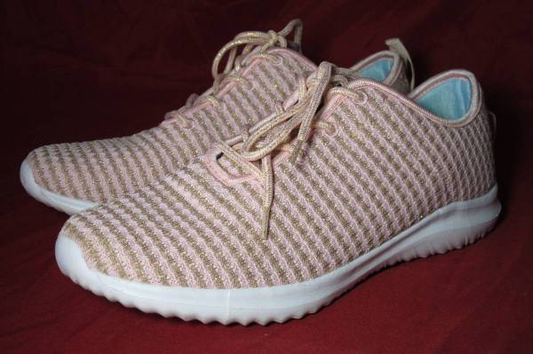 Photo Pink and Silver Braided Tennis Shoes Woman39s US Size 10 - $10 (la salle)