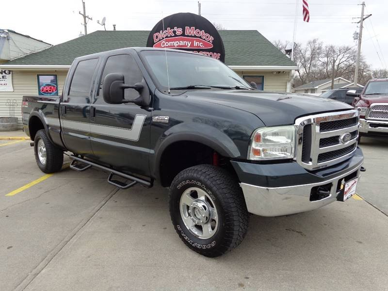 Photo Used 2006 Ford F250 4x4 Crew Cab XLT for sale