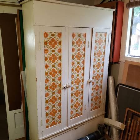 Photo Vintage Kitchen Cabinet Orange  Gold Floral - $100 (Loveland)