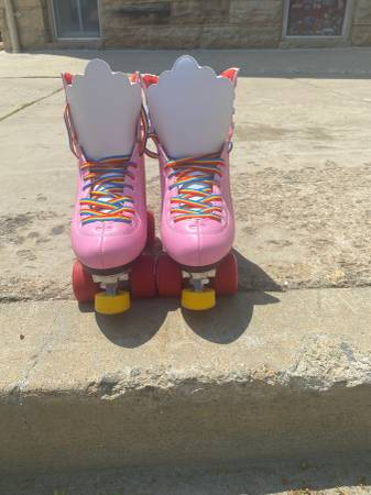 Photo Womens Moxi roller skates size 6 - $90 (Fort Collins)