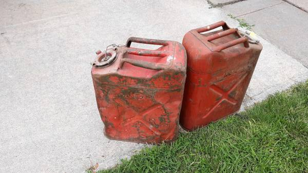 Photo vintage jeep gas can - $40 (north platte)