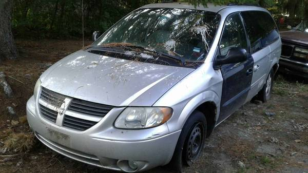 Photo 05 Dodge Grand Caravan - $450