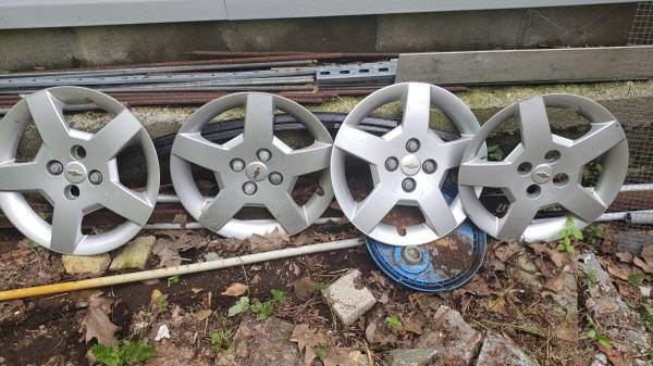 Photo 15in Chevy Cobalt OEM wheel cover - $20 (WINSTED)