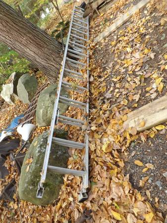 Photo 16 foot aluminum extension ladder - $125 (Torrington)