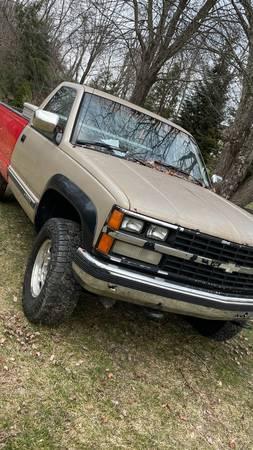 Photo 1989 CHEVY truck $2,200 - $2,200 (Watertown)