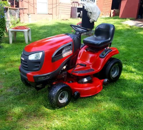 Photo 2013 craftsman YT 3000 lawn tractor - $750 (Thomaston)