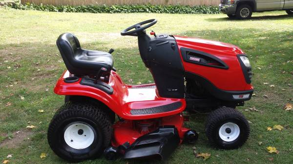 Photo Craftsman lawn tractor - $750 (THOMASTON)