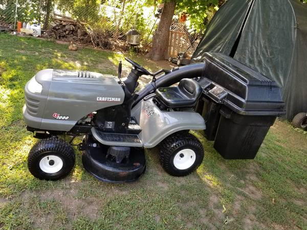 Photo Craftsman tractor with bagger - $595 (Torrington)