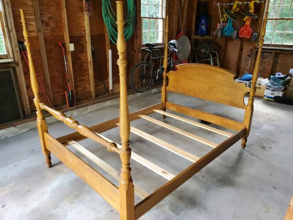 Photo Full Size Four Post Bed - $150 (Litchfield)