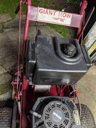 Photo Giant Mow 36quot commercial walk behind mower - $450 (Thomaston CT)