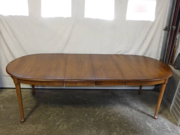 Photo HITCHCOCK FURNITURE HARVEST STAIN HANOVER TABLE WITH 2-15 14quot LEAVES - $700 (Bethlehem)