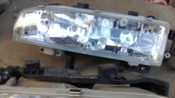 Photo Headlight Assembly Set For 1992 - 1993 Honda Accord Left and Right - $70 (Plymouth, CT)