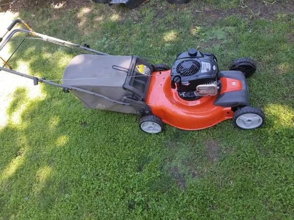 Photo Husqvarna All wheel Drive Lawn Mower - $180 (Torrington)