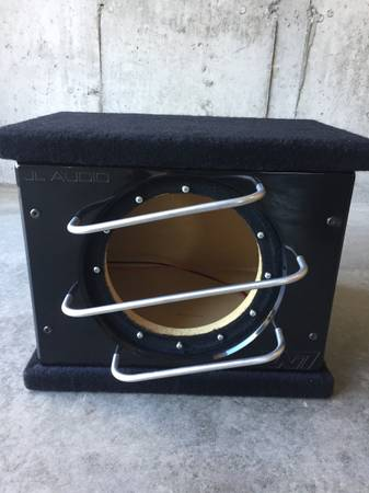 Photo JL Audio W7 pro wedge enclosure for 10 inch sub - $120 (New Milford)