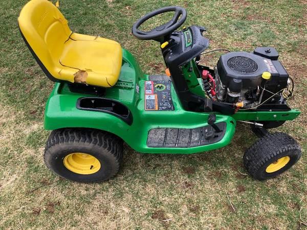 Photo John Deere LT150 Lawn tractor for parts or repair - $100 (Farmington)