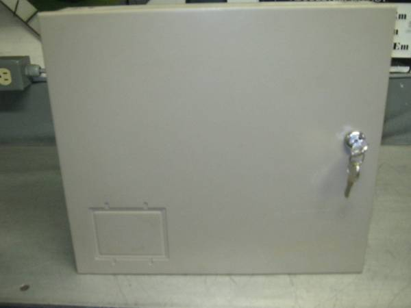 Photo LOCKING ELECTRICAL SMALL ENCLOSURE EXCELLENT CONDITION CHEAP - $5 (OAKVILLE,CT)