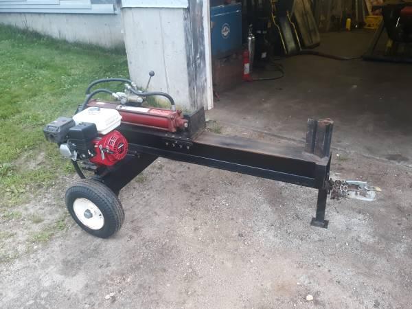 Photo Log Splitter - Red Honda GX200 - 6.5 Horsepower (Nh)