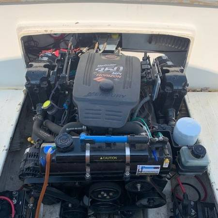Photo MERCRUISER 350 MPI CLOSED COOLING ONLY 66 HOURS FRESH WATER USE ONLY. - $6,900 (Poughkeepsie)