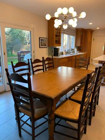 Photo Pottery Barn Harvest Ext Dining Table w8 Chairs - $1,800 (Scarsdale)