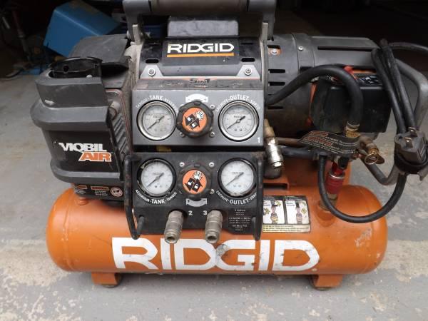 Photo Ridgid Mobile Air stack 5 gal. compressor - $150 (Oakville)