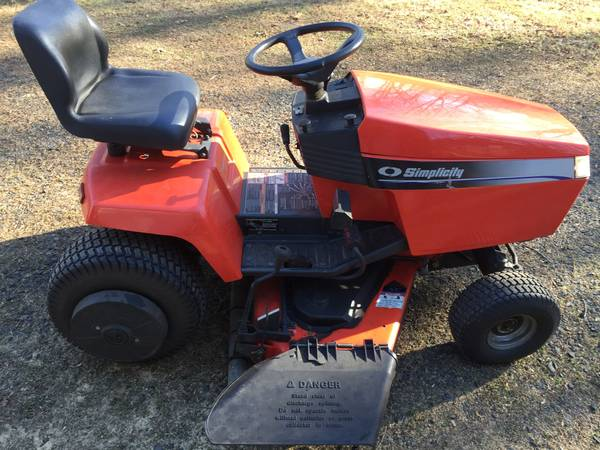 Photo Simplicity Broadmoor tractor mower w snow thrower attachment  Hitch - $900