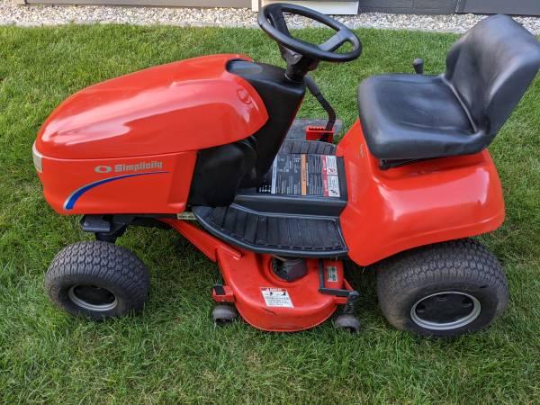 Photo Simplicity Tractor - $700 (Bridgewater)