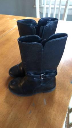 Photo Toddler girl boots size 8 - $20 (Torrington)