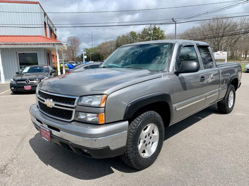Photo Used 2006 Chevrolet Silverado 1500 4x4 Extended Cab for sale