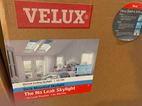 Photo Velux Manual Venting Skylight 21quot x 26 78quot with roof flashing - $395 (LITCHFIELD)