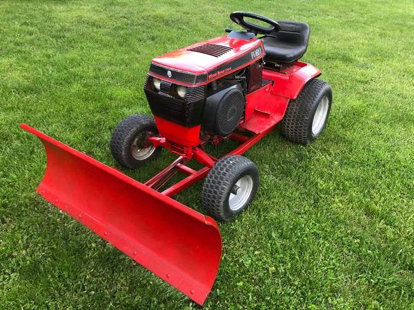 Photo Wheel Horse 520H w56quotplow - $1,300 (Bolton, CT)