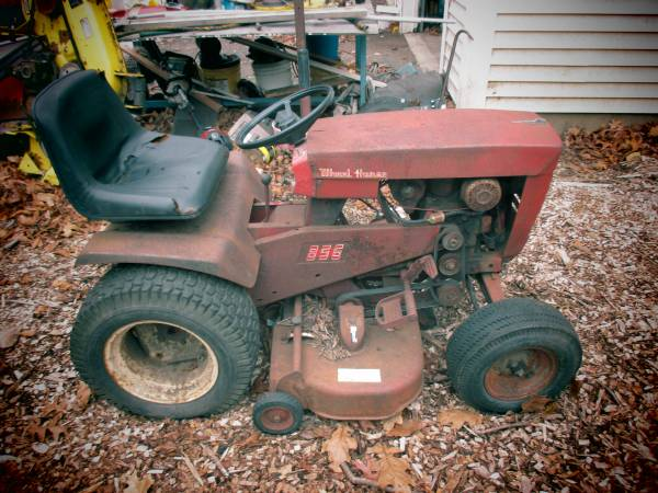 Photo Wheel Horse Tractor - $150 (New Milford)