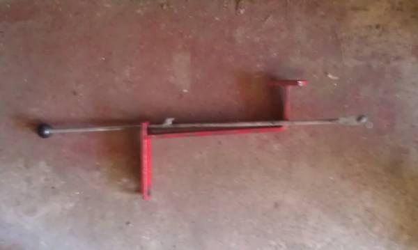 Photo Wheel horse Bracket to engage the snow blower - $10 (sandy hook)