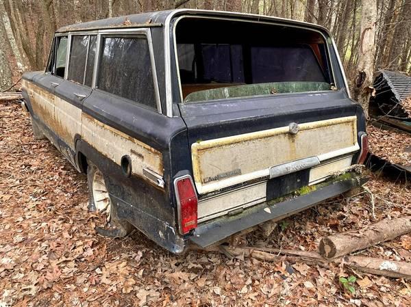 Photo 1984 Jeep Grand Wagoneer - $1,800 (Blue Ridge)