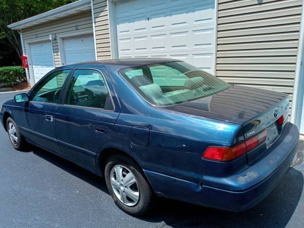 Photo 1999 Toyota Camry le 4 cylinder gas saver cold air - $2,400 (North ga)