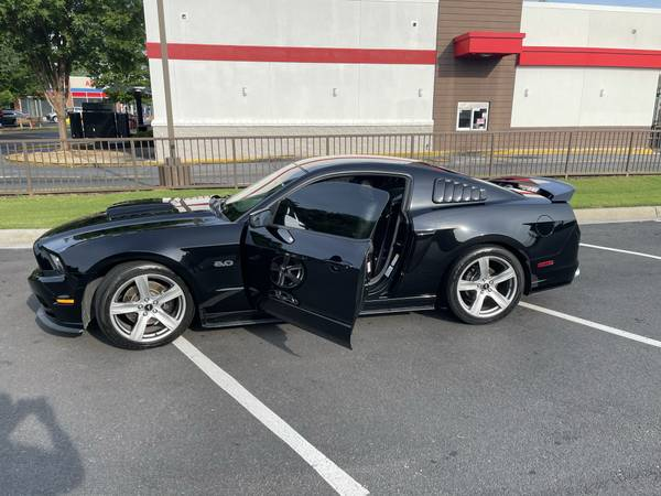 Photo 2013 Ford Mustang GT Premium - $24,000 (Kennesaw)
