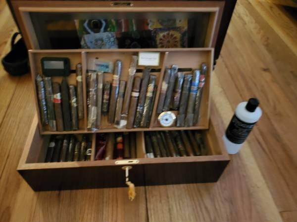 Photo Cigar Humidor double drawer full of cigars kept at perfect humidity - $450 (Rome)